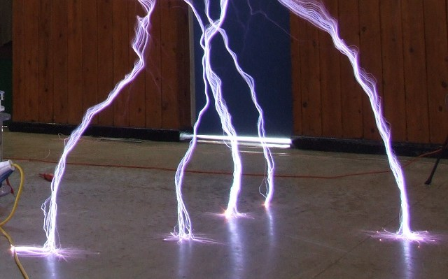 Tesla coil ground strike